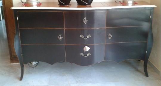 Structure 100% bois massif. Panneaux plaqué bois véritable. Essence de bois en fonction du coloris final voulu. Grand choix de meuble, de taille et de couleur.