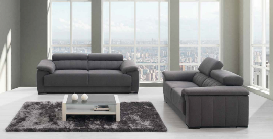 Canapé avec assise épaisse et têtière relevable.